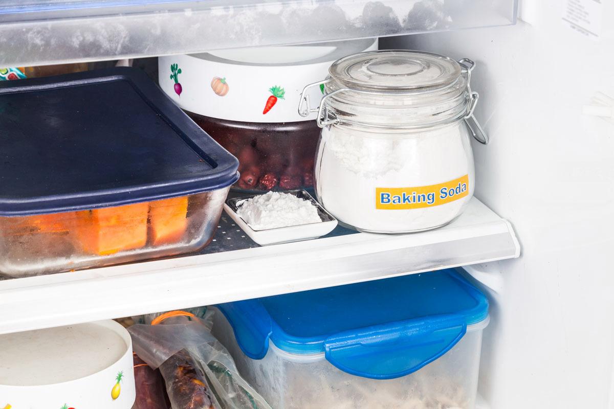 رفع بوی بد یخچال با جوش شیرین