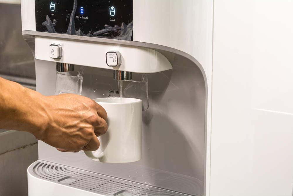 علت بوی بد آبسرد کن یخچال