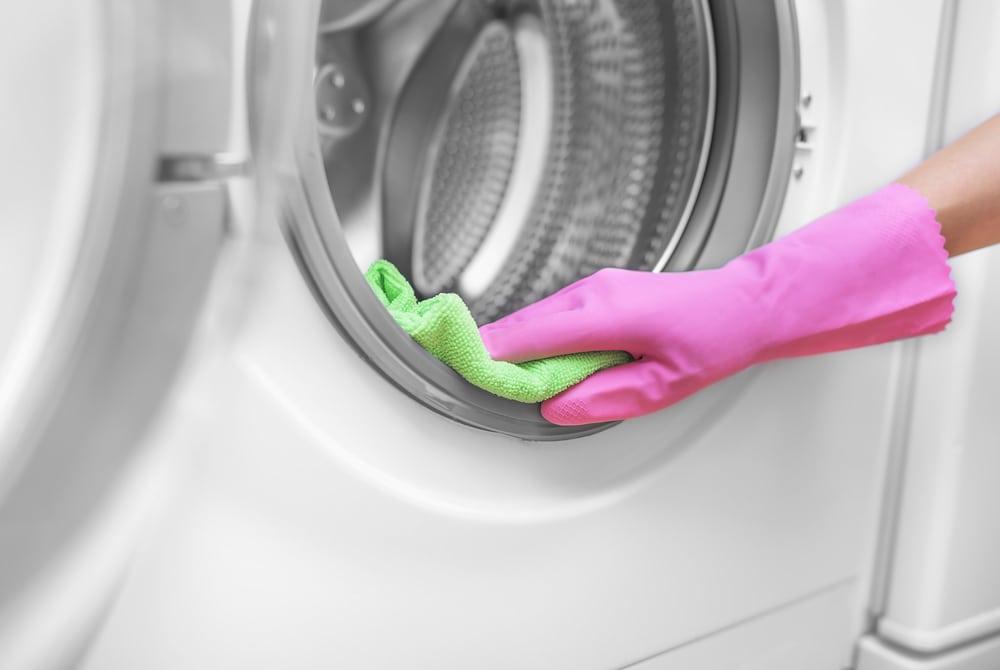 تمیز کردن ماشین لباس شویی