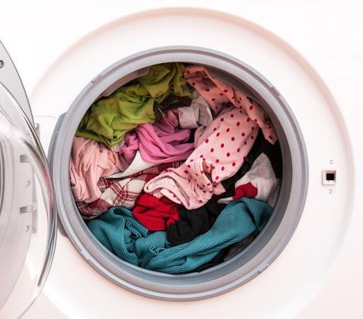 شستشوی این لباسها رنگهای سفید را جدا از یکدیگر بشویید.