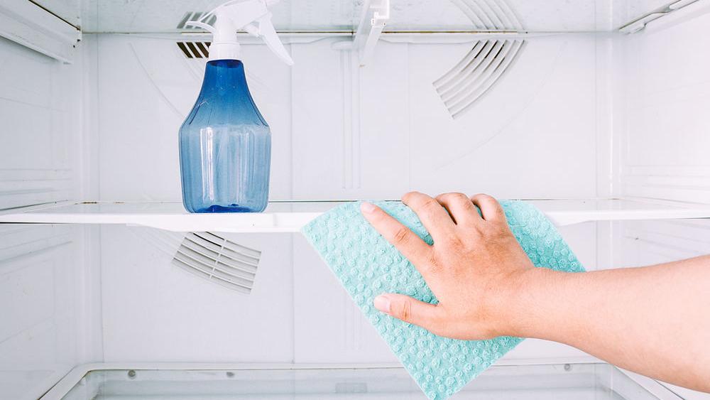 تمیز کردن داخل یخچال